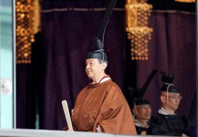 Imperador japonês Naruhito sobe ao trono do crisântemo