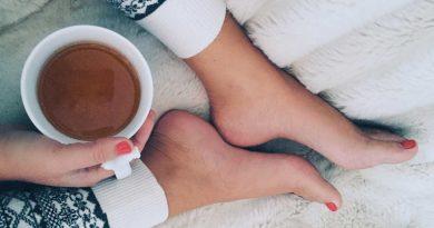 Os 6 melhores chás para dormir que ajudam a dormir