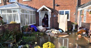 Johnson convoca reunião do Cobra após enchentes após carta de Corbyn