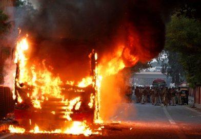 Violência explode em Nova Délhi por causa da lei de cidadania indiana
