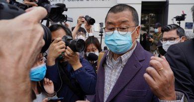 Editor e políticos acusados de protestos em Hong Kong