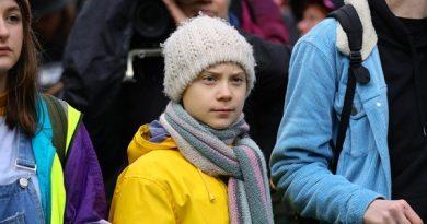 Greta Thunberg lidera crianças em protesto climático no Reino Unido