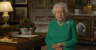 """A rainha resoluta diz ao Reino Unido: """"Vamos nos encontrar novamente"""""""