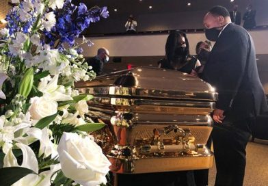 Multidões se reúnem em Minneapolis para homenagear George Floyd