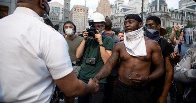 Protestos em massa nos EUA continuam a exigir reforma da polícia