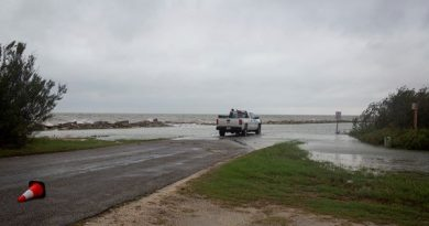 Tempestade Beta enfraquece para depressão tropical e para na costa do Texas