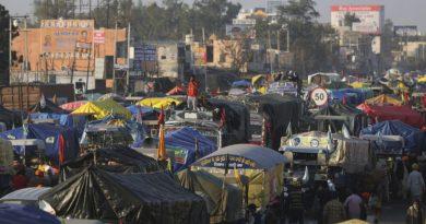 Agricultores indianos continuam protestando apesar da oferta de negociações
