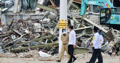 Líder indonésio viaja para zona do terremoto após visitar região atingida pela enchente