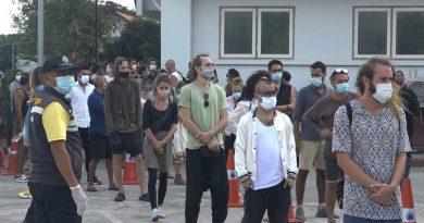 Festeiros multados por desrespeitar as regras da Covid-19 na ilha tailandesa