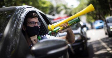 Milhares participam de protestos no Brasil pedindo impeachment de Bolsonaro