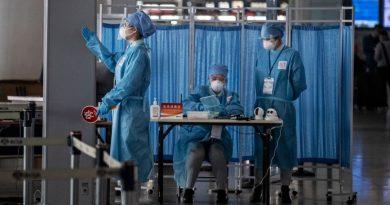 Os testes anal da China para coronavírus incomodam visitantes