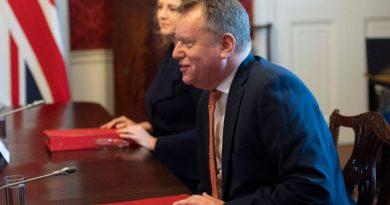Acordo da Brexit corre o risco de minar a paz irlandesa, diz Frost do Reino Unido
