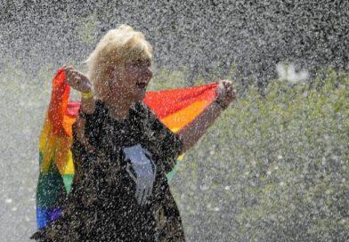 Desfile do orgulho de Varsóvia após reação adversa e pandemia