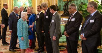Rainha Elizabeth dá as boas-vindas a bilionários e empreendedores de tecnologia ao Castelo de Windsor